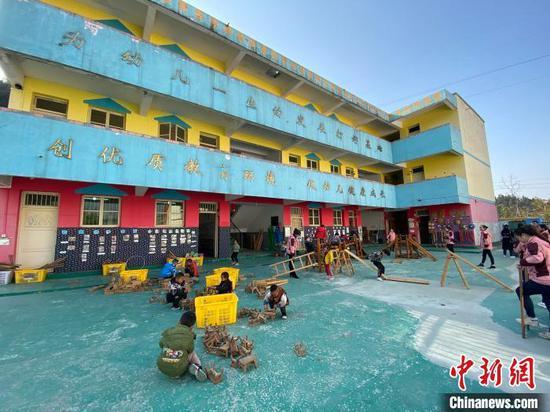 图为凯里市龙场镇中心幼儿园三兴村分园一角。 刘鹏 摄