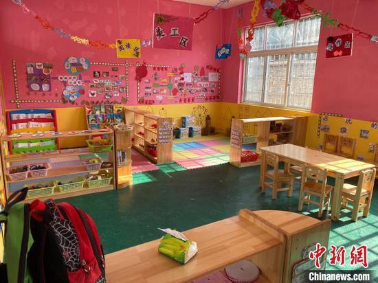 图为设施设备齐全的活动室。 刘鹏 摄