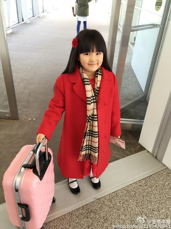 李湘在微博晒照,王诗龄放圣诞假