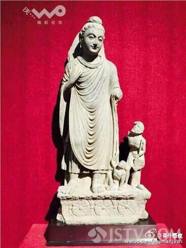第二件浮雕佛陀降服毒龙,被专业人士质疑:整个佛陀的头,身体都是新的