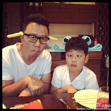 爸爸郭涛与儿子石头