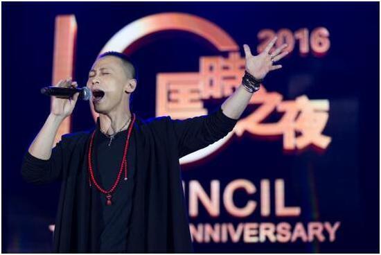 歌手戴荃表演