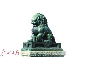 北京故宫的铜狮子