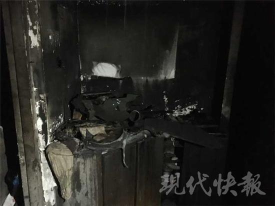 屋里被烧得面目全非