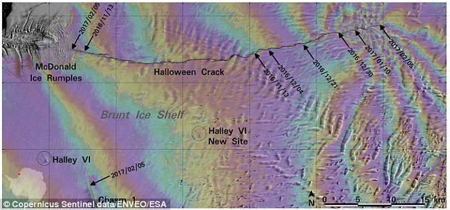 """图为哨兵1号和2号卫星拍摄的""""万圣节裂缝""""照片。该裂隙位于布伦特冰架上。布伦特冰架是一层漂浮在水面上的冰盖,正逐渐向海洋漂移。它偶尔会发生崩解,形成冰山。"""