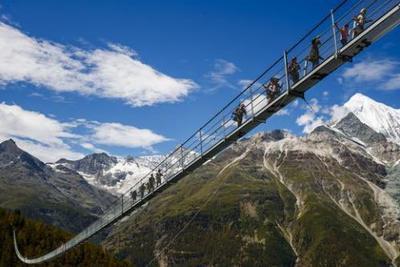 敢不敢试试?全球最长行人吊桥离地最高85米(组图)