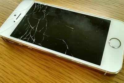 手机碎屏不用怕了?摩托罗拉已获自动修复屏幕专利