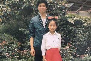 父亲节马伊琍晒童年照 9岁少女穿红裙清纯美
