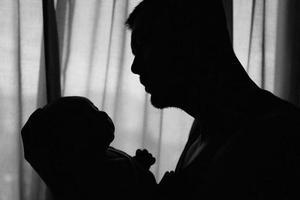 余文乐晒与儿子合影:我的第一个父亲节