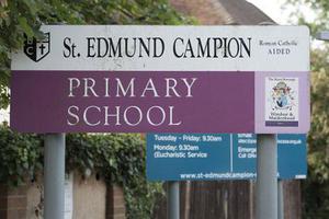 英国一学校经费不足 恳求家长出资购买厕纸
