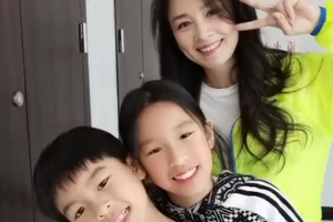 张庭带一双儿女跳舞尽显少女感 母子同框却似姐弟