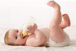 调整外孙喂奶时间 为断夜奶做准备 (2月龄第2天)