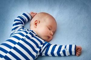 六個月寶寶晚上睡覺可以開一點窗戶嗎
