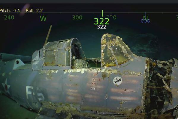 水下探险队发现美国二战时被击沉航母 舰载机仍完好