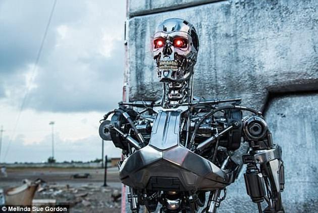 美国俄克拉荷马州立大学电子和计算机工程学教授苏哈什?卡克(Subhash Kak)解释了如果人工智能获得意识,可能会出现的各种后果。图中是科幻电影《终结者》中反叛人类的机器人。