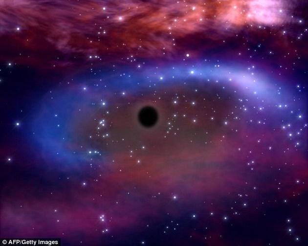 """奈福斯在期刊《广义相对论与引力》上发表的研究报告中指出,宇宙不一定要有时空奇点,或者说宇宙大爆炸。这套新理论受到了""""普通""""黑洞行为的启发。"""