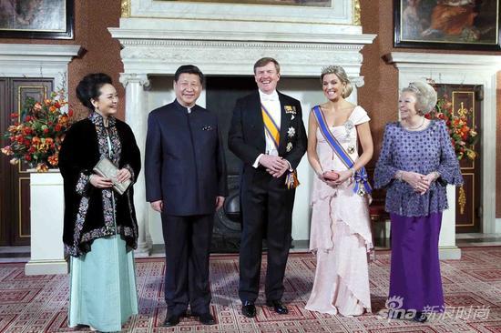 国家主席习近平首次穿着中式服装出席荷兰皇室国宴