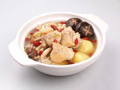 双菇煮鸡肉