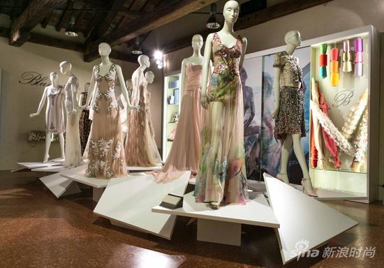 设计的 anna molinari,隆重宣布专属于blumarine 的永久展厅于意大利