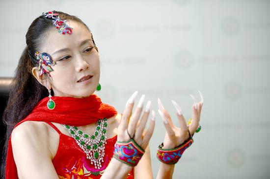【新珠宝】杨丽萍携手七彩云南翡翠演绎珠宝设计跨界传奇
