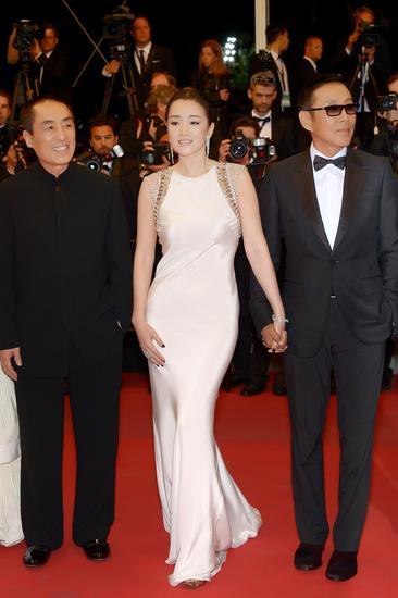 【新珠宝】巩俐出席《归来》戛纳电影节官方展映主红毯