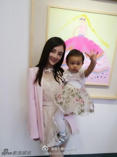 李小璐与女儿合照