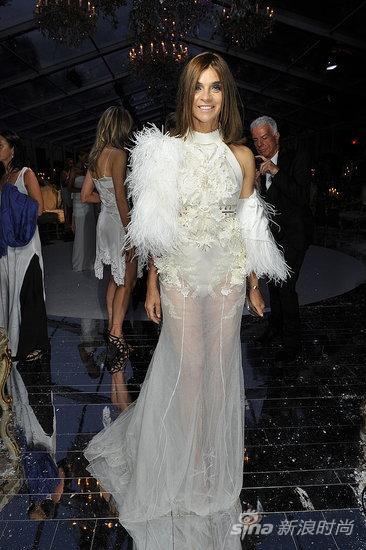 Carine Roitfeld 身穿Givenchy 2011秋冬高级定制系列