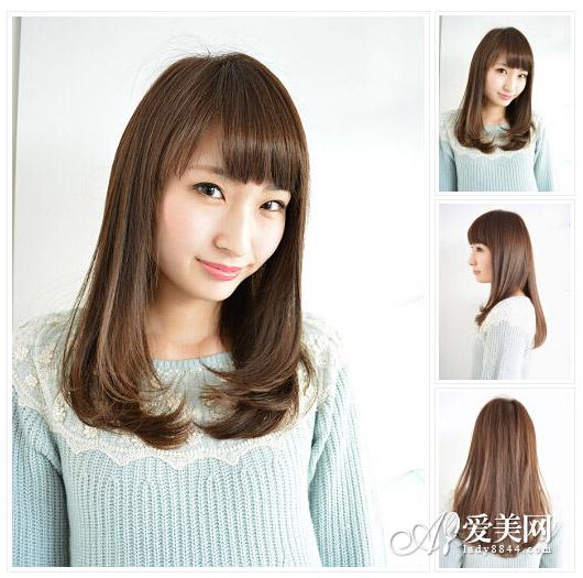 发型点评:直发碎刘海清爽自然,栗色直发自然内扣,清纯的