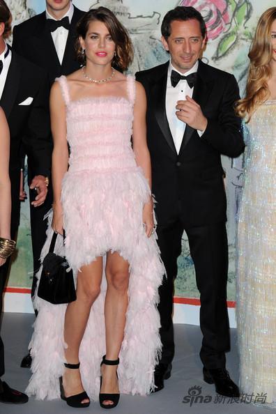摩纳哥公主Charlotte身穿Chanel 2013春夏高定礼服裙