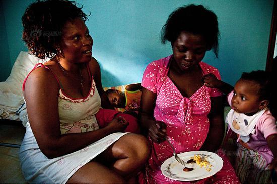 意大利公路边上常有尼日利亚女子卖身还债