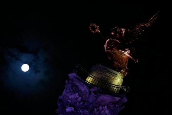 世界各地现超级月亮