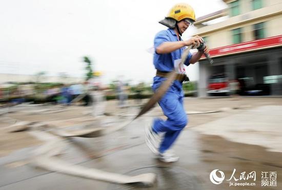 抚州:高温下志愿消防员实战大练兵(组图)