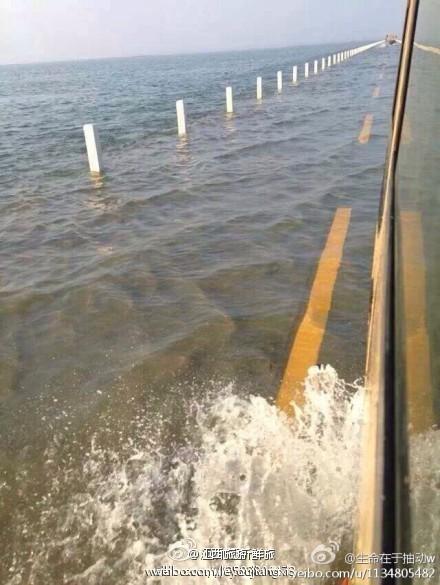 鄱阳湖现水上公路 形成水天一色美丽画卷