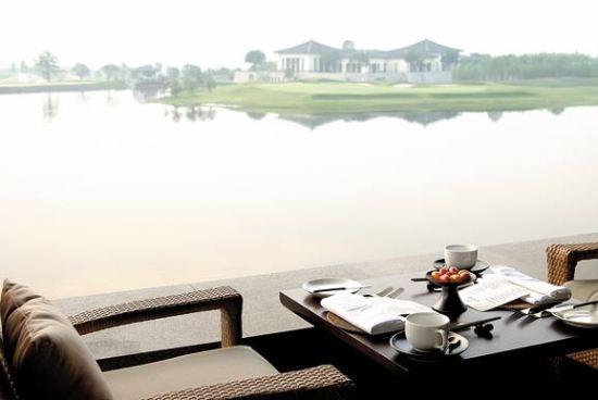 湖畔美景与绝佳视野