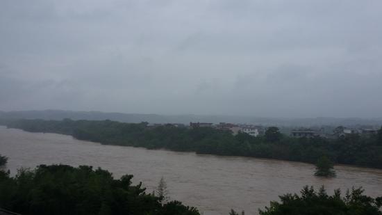 遂川暴雨水位上涨