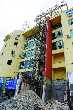 村委会办公大楼准备搭建观光电梯