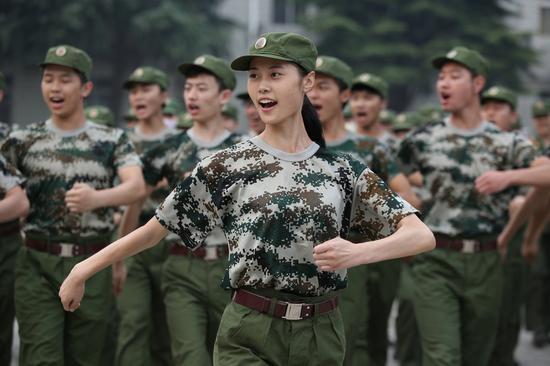 开学军训季一大波美女来袭
