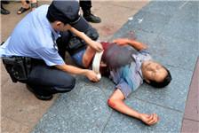 武汉两瓜贩抢摊位引发血案 一人被刺身亡