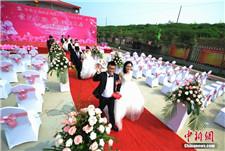 湖南高速公路建设者举行工地集体婚礼
