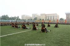 湖南各大高校新生军训 美女帅哥云集