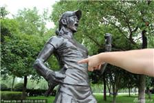 汉口江滩李娜铜像损坏 球拍不翼而飞