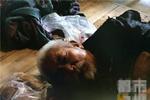 咸阳一老人被儿子强关地下室 一天一顿饭