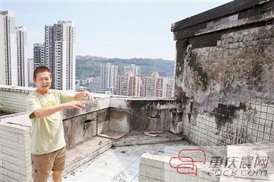 渝北区丰业小区,小区保安叶师傅介绍居民救火的情况。