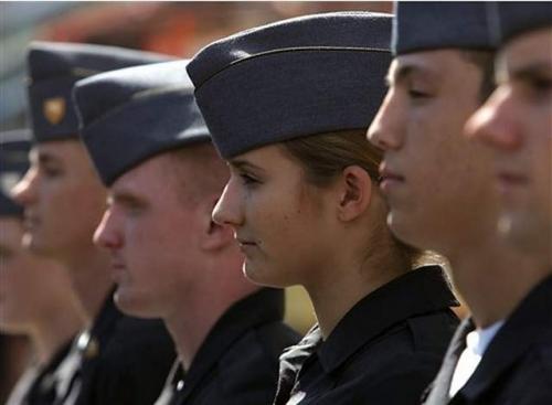 西点军校教员偷拍女学员洗澡 曾在伊拉克立功