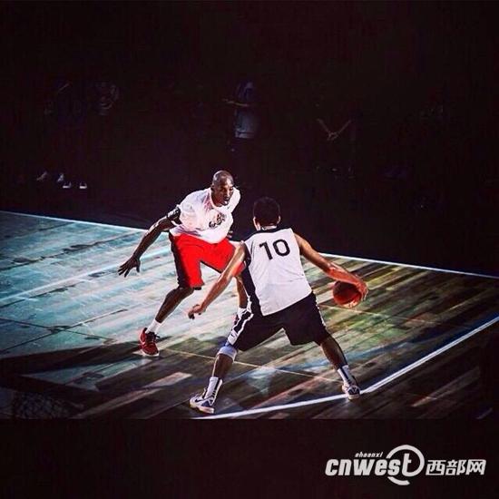与篮球巨星科比过招,李观洋实现了最大的梦想。