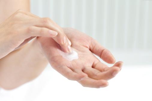 护理步骤:   1,温和清洁手部.