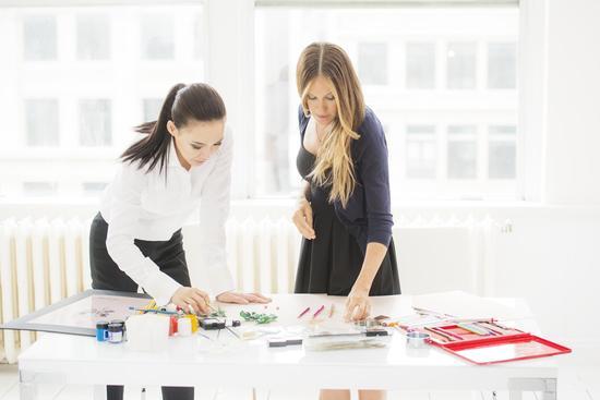 【新珠宝】Cindy Chao与莎拉-杰西卡-帕克携手创作胸针