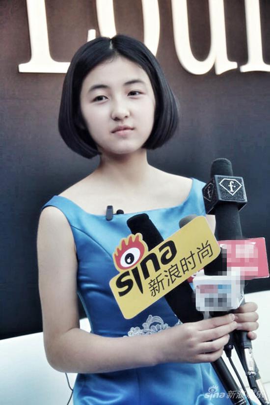 张子枫亮相时装周 上演活泼俏皮压轴秀