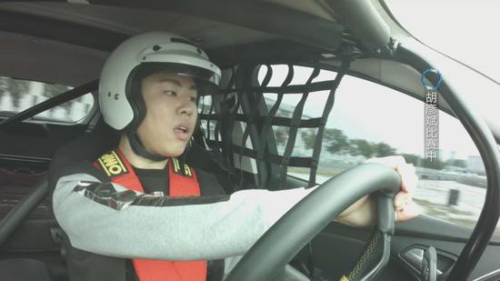 胡彦斌驾车