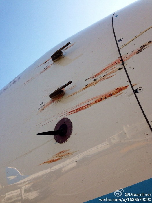 网曝厦航一架飞机?#26448;?机身血迹斑斑